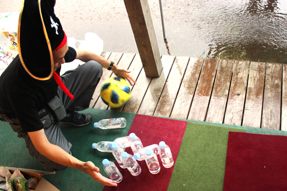 サッカーボウリング